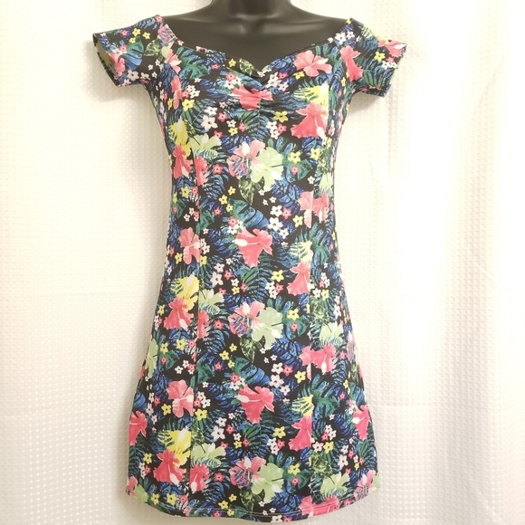 H&M Dresses & Skirts - H&M Flower Dress